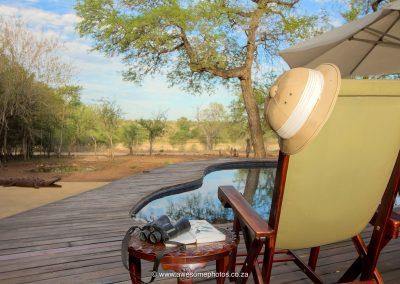 Mvuradona Safari Lodge Relax at the pool